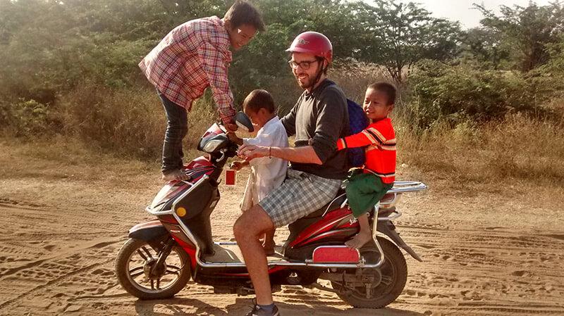 Cómo moverse por Bagan - e-bike