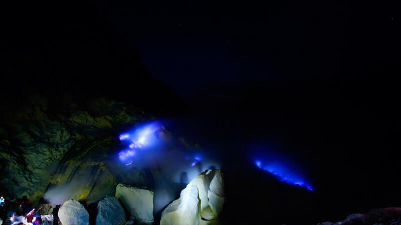 Kawah Ijen - Fuego azul con azufre